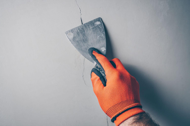 Boucher une fissure: la méthode étape par étape