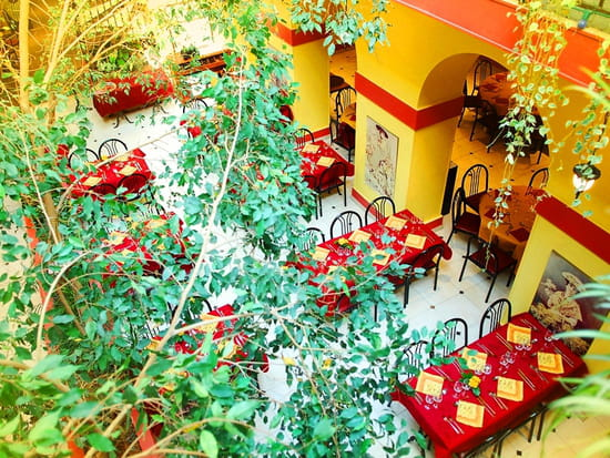 Restaurant : Le Ligure Nice Restaurant  - Le patio baigné de lumière naturelle -   © Le Ligure Nice Restaurant