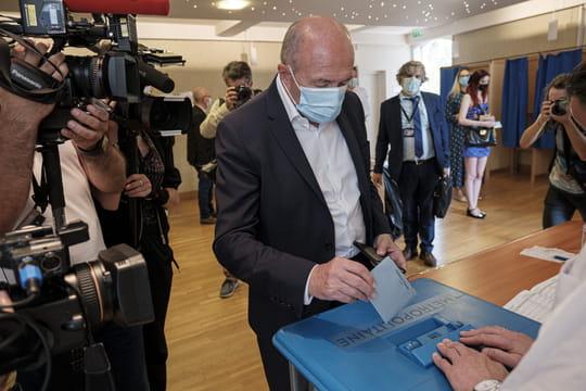 """Gérard Collomb: """"son"""" candidat battu à Lyon, fiasco pour l'ancien maire"""