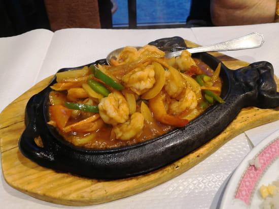 Plat : Le Palais de Pekin  - Crevettes sur plaque chauffante, sauce au saté -