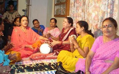 ambiance de fête à kanpur en inde dans la famille d'une future mariée