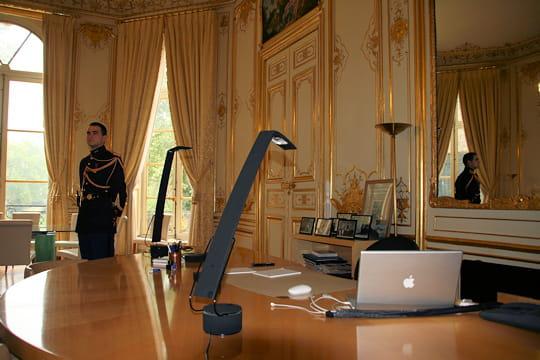 le bureau du premier ministre. Black Bedroom Furniture Sets. Home Design Ideas
