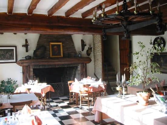 Auberge à l'Orée du Bois  - La salle du restaurant -   © Hervé Moinet