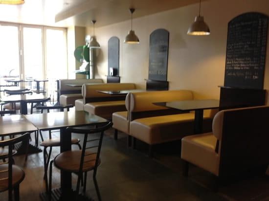 L'Ecureuil  - Salle du bar avec télévision -