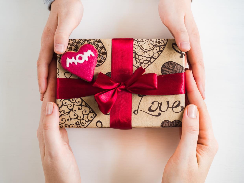 Coloriage Cadeau Fete Des Meres.Fete Des Meres 2019 Idees Cadeaux Originales Date Cartes Et Poemes
