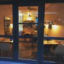 Restaurant : Le Petit Montmartre  - Vue de l'intérieur en soirée -   © oui