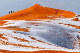 Les images des dunes du Sahara recouvertes de neige