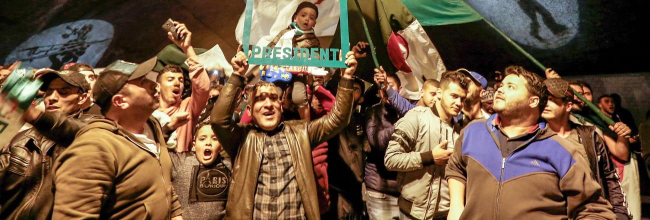 Démission de Bouteflika: les scènes de joie à Alger en images