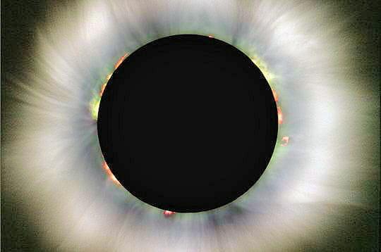 Eclipse solaire totale époustouflante