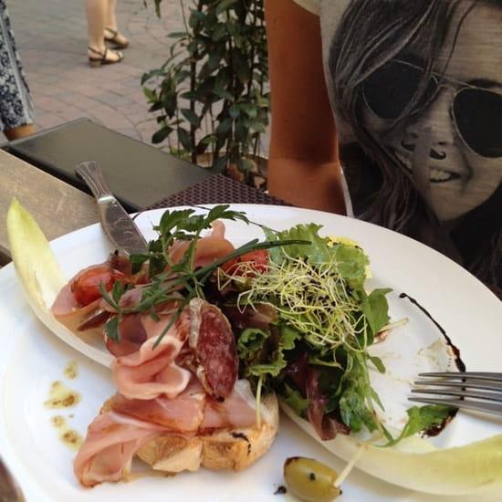 Entrée : L'Entre Temps Restaurant  - Tartine catalane au mesclun -