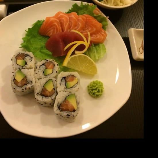 Plat : Sushi One  - 6 sashimi saumon, 3 sashimi thon et 6 california saumon avocat.  -