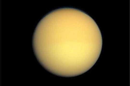 Titan sous ses vraies couleurs