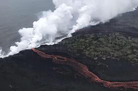 Hawaï: la lave du volcan Kilauea atteint l'océan, risques du gaz toxique