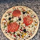 , Plat : To Pizza'64  - La végétarienne Parisienne petit creux avant la cuisson !  La Parisienne : Sauce tomate maison ou crème fraîche , Champignons frais de Paris, oignons frais, poivrons frais, tomate fraîche -   © To Pizza'64 2017