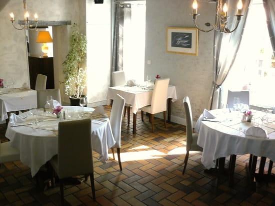 Le Saint Christophe  - petite salle de restaurant -   © SARL le saint christophe