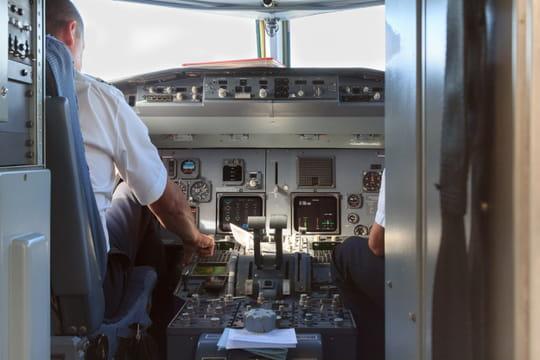 La vitre du cockpit d'un Airbus explose en plein vol
