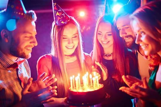 Message d'anniversaire: modèles de textes, messages, lettre, petits mots pour le souhaiter