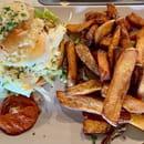 Restaurant : Café Grand Biarritz  - BURGER VEGETARIEN ET FRITES MAISON _ SUR PLACE OU A EMPORTER -   © cafégrandbiarritz