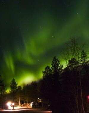 le plasma est un phénomène lumineux que l'on retrouve dans les aurores boréales.