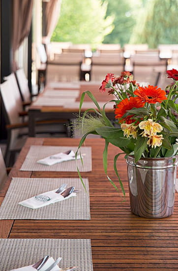 , Restaurant : Sur Le Green Restaurant  - Terrasse -   © Allison Feuvrier
