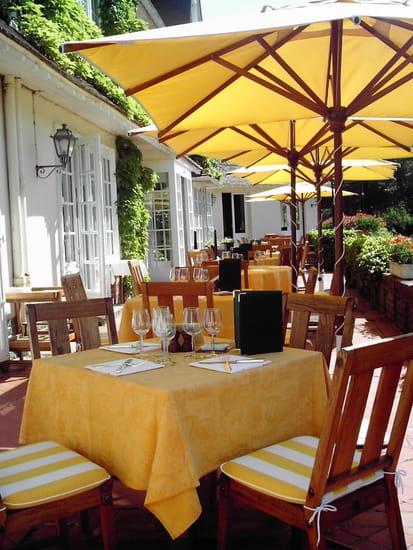Ecusson - Manoir Hôtel  - La terrasse -