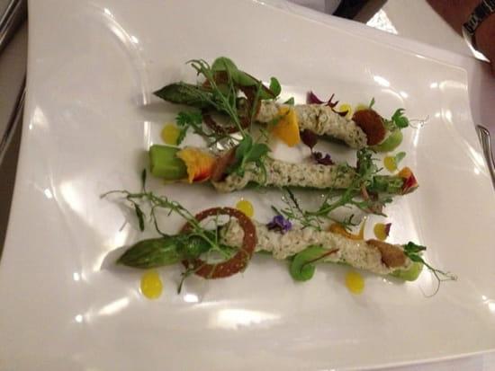 Entrée : Restaurant Les 7 Mers  - Asperges vertes farcies aux chairs de crabe  -