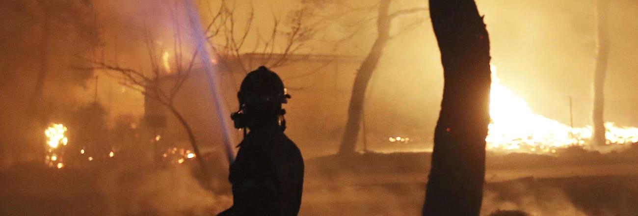 Les images choc des incendies en Grèce