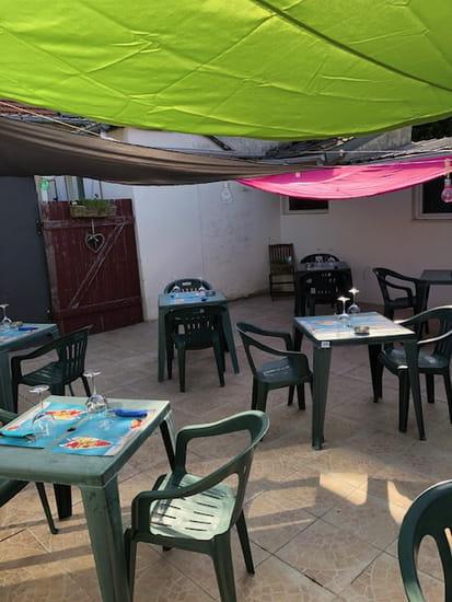 Restaurant : Le Rock'n Roll  - terrasse extérieure -   © public