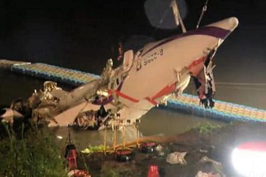 Crash avion àTaïwan: lepilote considéré comme unhéros