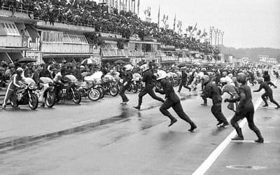 départ de la course moto du bol d'or, au mans, en 1971.