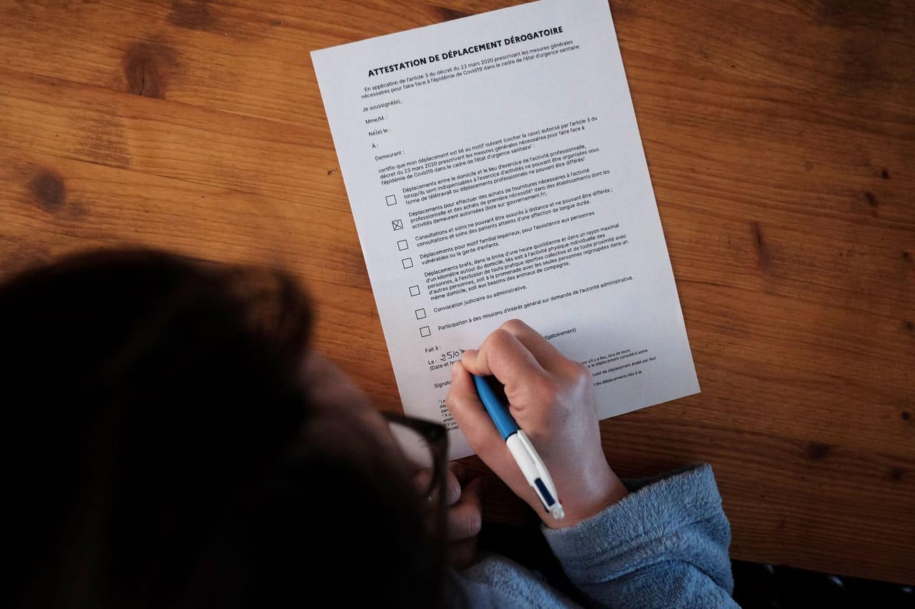 Nouvelle attestation de déplacement dérogatoire: téléchargez-la, les réponses à vos questions