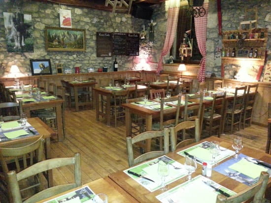 Restaurant : Auberge de la Sure  - Intérieur chaleureux  -