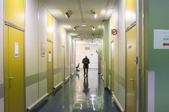 DIRECT. Coronavirus en France : 25 207 cas de plus, projections alarmistes à l'hôpital