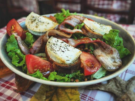 Plat : Crêperie L'Épi de Blé - Rennes  - Salade montagnarde aux toasts de chèvre chaud -   © -