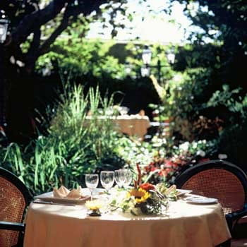 c t jardin restaurant proven al saint maximin la. Black Bedroom Furniture Sets. Home Design Ideas