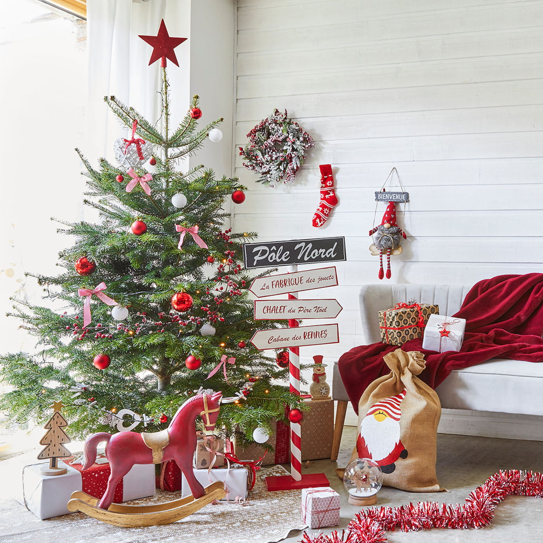 Un sapin traditionnel inspiré de la maison du Père Noël