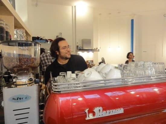 Kooka Boora Café Shop  - Le barista aux commandes -   © Amélie Piégay