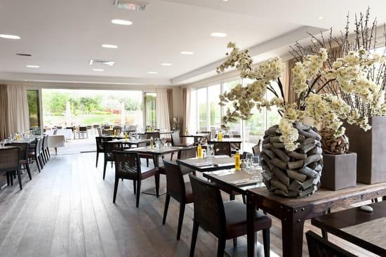 Le Provençal Golf & Café  - Salle intérieure -   © Le Provençal Golf & Café