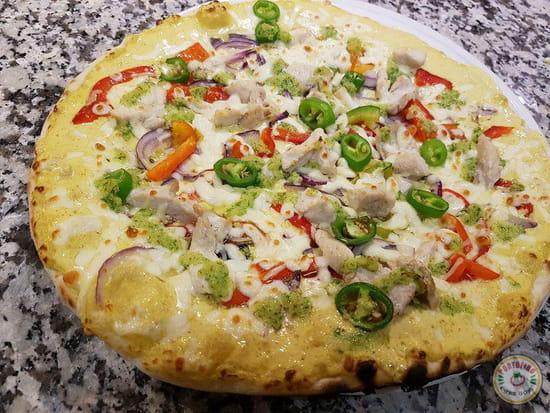 Plat : Portofino chez Gopi  - La pizza du petit chef : la pizza Nathan Base curry crème, oignons rouges, poivrons, poulet, piment, ail persil -   © ChezGopi