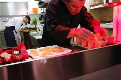 L'Atelier de Jean-Luc Rabanel  - Le chef en cuisine -   © L'Atelier de Jean-Luc Rabanel