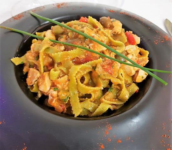 Plat : Costa d'Amalfi  - Tagliatelle de roquette faites maison, au thon et aux olives taggiasche -   © @ Restaurant Costa d'Amalfi