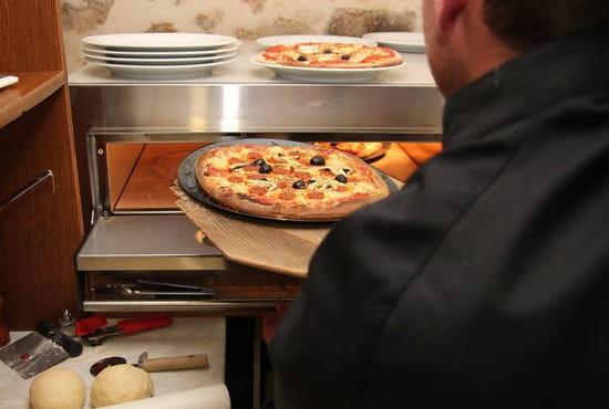 Le Bouclier Arverne  - Soirée pizzas, pas chères et bien garnies. -   © boisset-cantal.fr