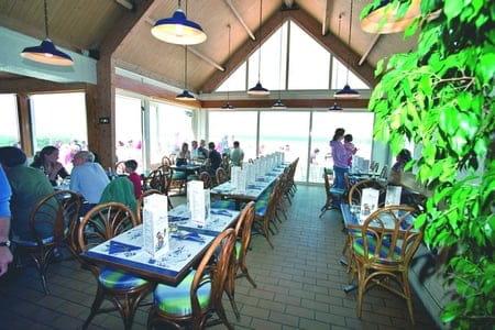 Brasserie l'Océan  - La grande salle, chaleureuse, avec vue imprennable sur la grande bleue -