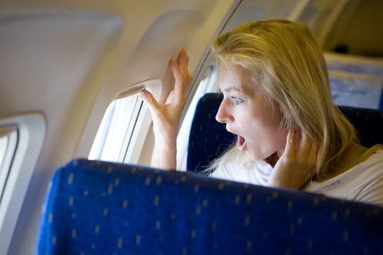 Peur de l'avion: médicaments, hypnose, stage... Comment la surmonter?