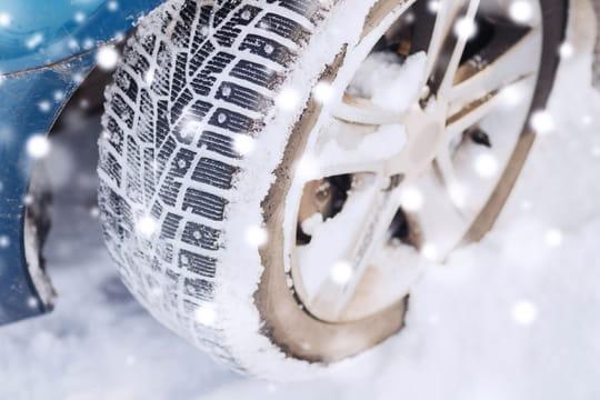 Chaussette, pneu neige, chaîne à neige: quel équipement pour rouler l'hiver?