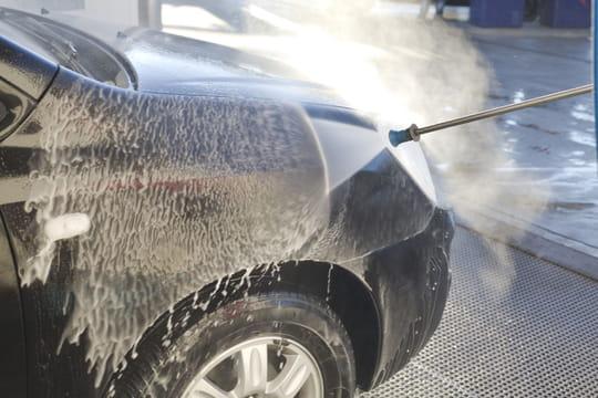 Laver sa voiture: quelle méthode choisir?