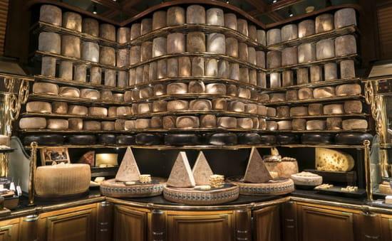 Fromage : Les Grands Buffets  - Le plus grand plateau de fromages du monde dans un restaurant -   © Les Grands Buffets