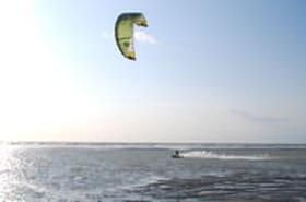 Vent d'enthousiasme pour le kitesurf