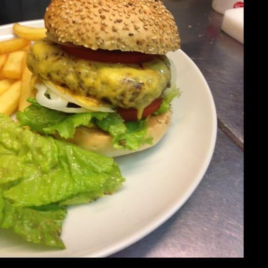 Plat : Auberge des Vanneaux  - Le tout nouveau Cheese-burger! -