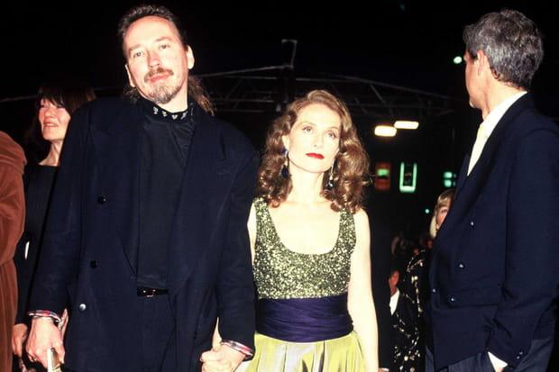 Isabelle Huppert monte les marches de Cannes en 1991